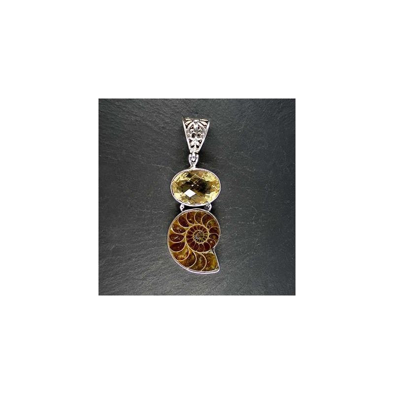 Citrinanhänger mit Ammonit