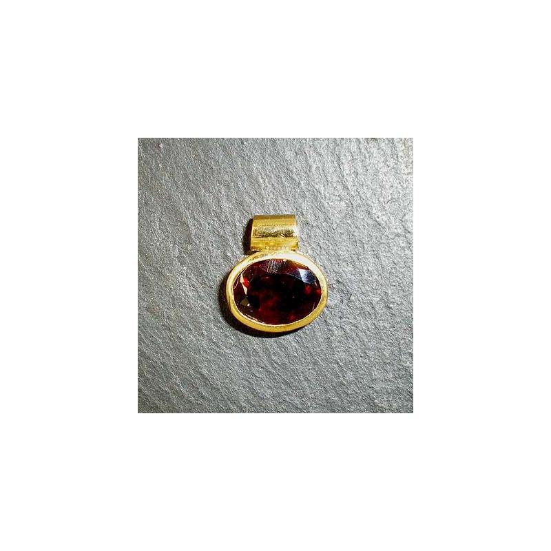 Anhänger mit Granat, vergoldet