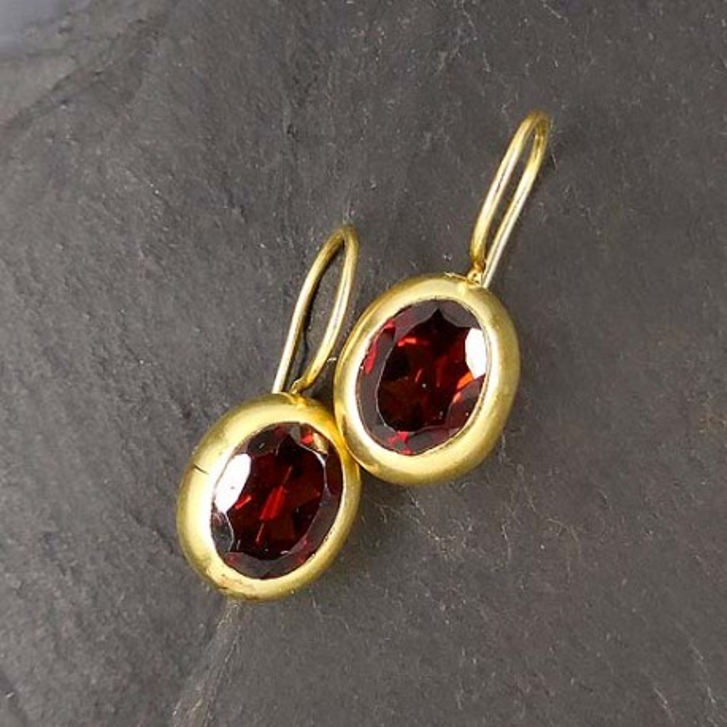 Ohrringe, vergoldet mit Granat