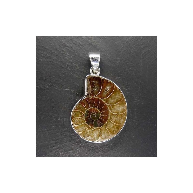 Anhänger mit Ammonit (S10)