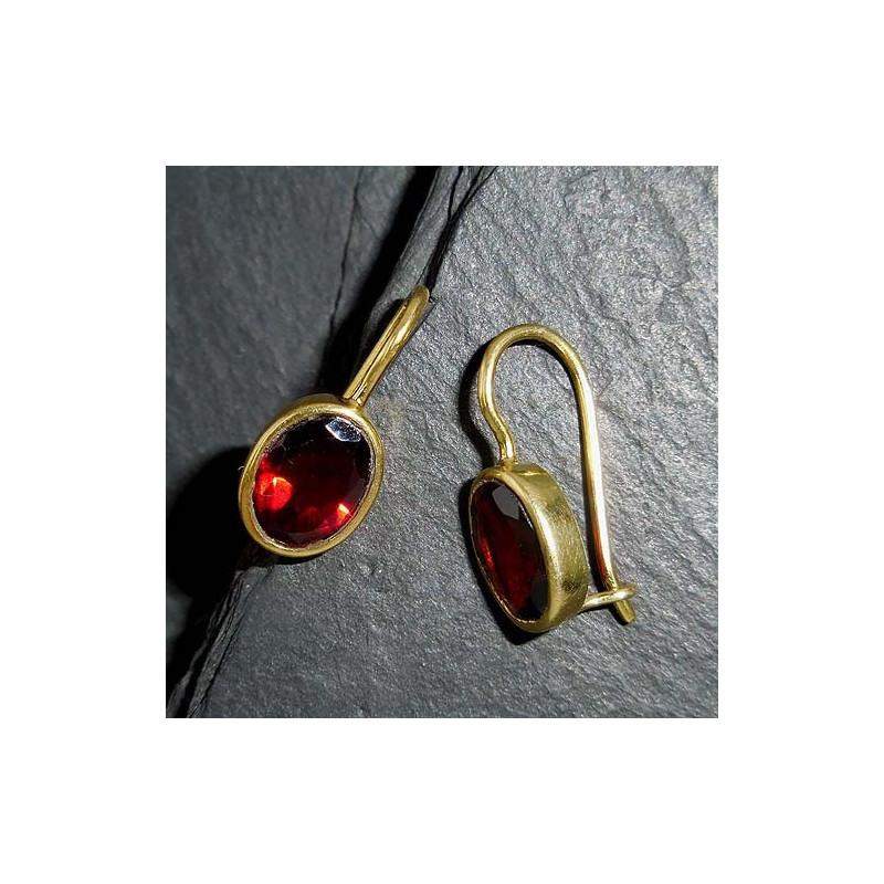 Ohrringe mit Granat, vergoldet