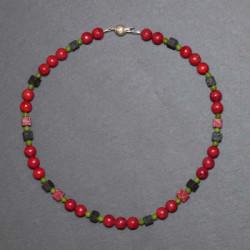 Schaumkorallenkette mit Lava und canadischer Jade (Serpentin)