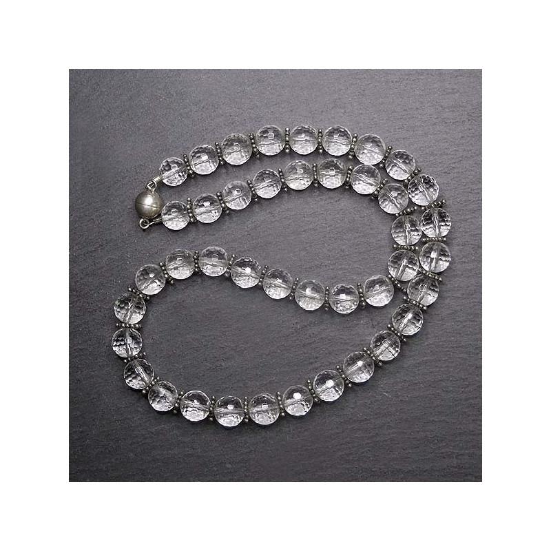 Bergkristallkugelkette mit Silberelementen
