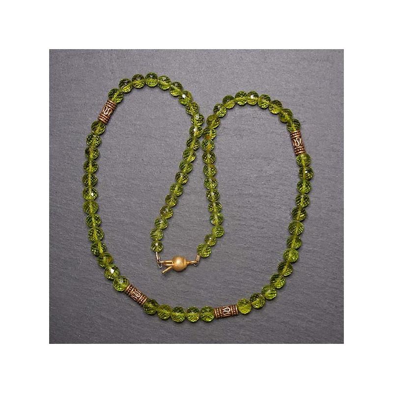 Peridot Kette mit vergoldeten Zwischenperlen
