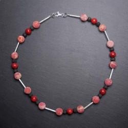 Schaumkorallenkette mit Lava und Silberelementen