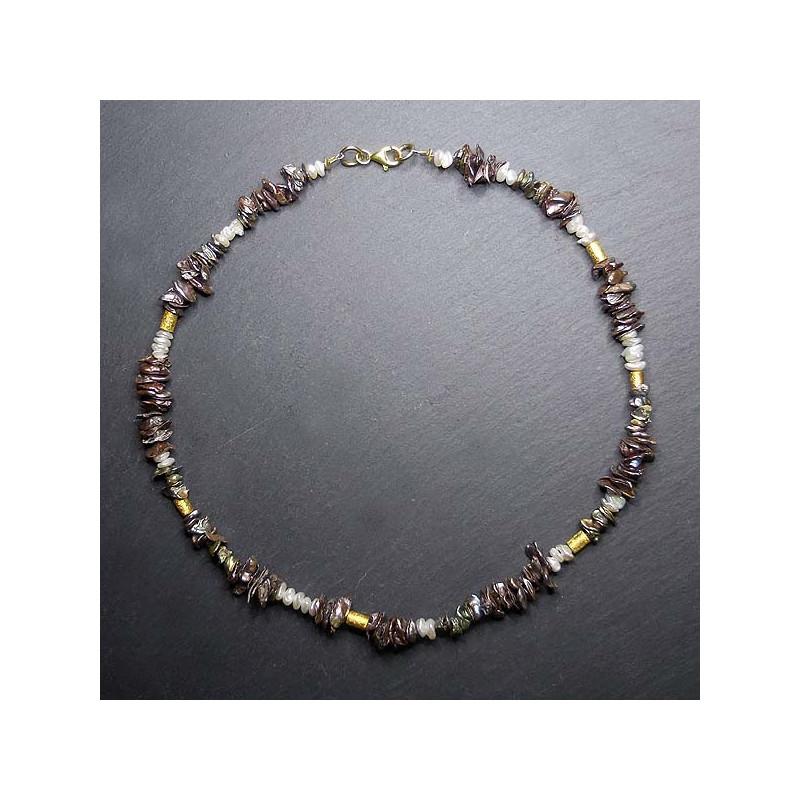 Perlenkette aus grauen und weißen Süßwasserperlen