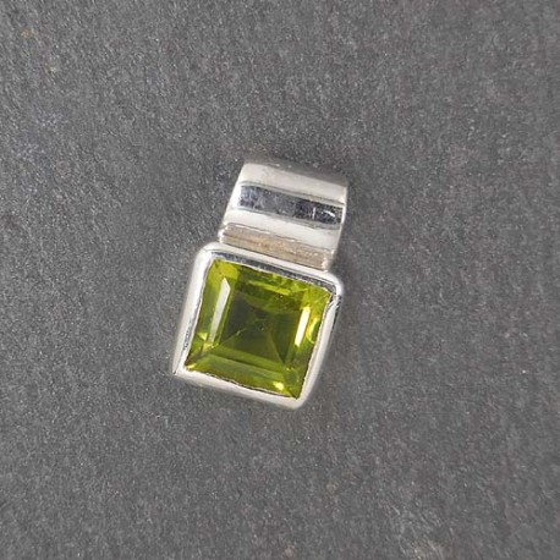 Peridot Anhänger eckig mini (S9)