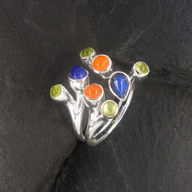 Peridot Ring mit Karneol und Lapis Lazuli