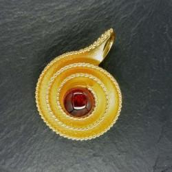 Hessonit Granat Anhänger Schnecke Vergoldet