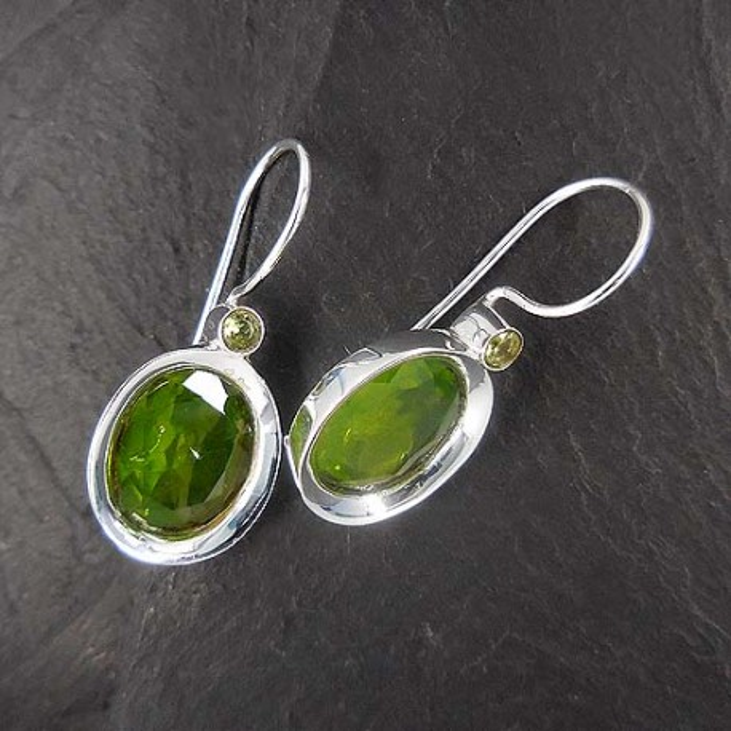 Peridot Ohrringe mit 2 Steinen
