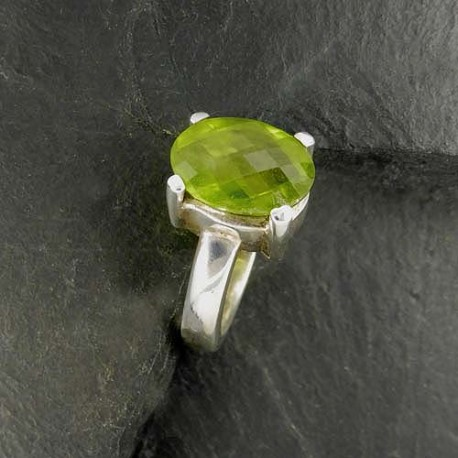 Peridot Ring Facettiert
