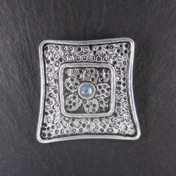 Silberanhänger mit Blautopas