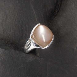 Rosa Mondstein Ring Eckig